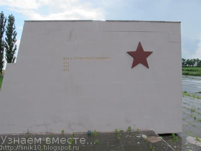 Номера частей и подразделений, принимавших участие в битве за Ростов-на-Дону, высеченные на пилонах